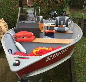 16' LUND Aluminium Boat - Like new - Includes 30 HP and 4 HP