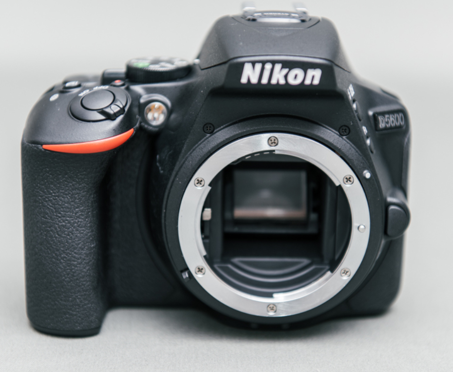 как выглядит Nikon D5600 24.2MP DSLR Camera Body Only фото