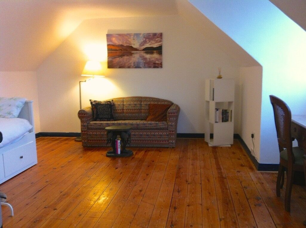 Lovely large double bedroom with sofa, fridge, desk, sink and wifi ALL INCL. 580pcm