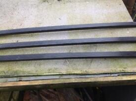 Land Rover Discovery 300TDI roof rail cross bars.