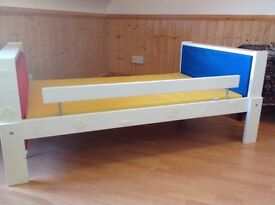 TODDLER EXTENDING BED : Ideal first step up from cot. Grows with the child to become full size bed
