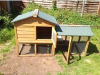 Outdoor pet hutch