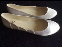 Ivory satin flat shoes size 7 (40)