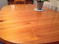 Immaculate extendable table and chairs