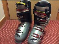 Men's size 9 ski boots
