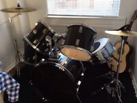 Full size used drum kit, with stool and drum sticks,great drum kit for the begginer!