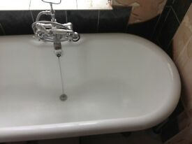 Freestanding rolled top beautiful cast iron bath, double ended, claw feet, very good condition
