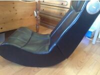 Gaming chair with speakers Robust and clean. No leads.