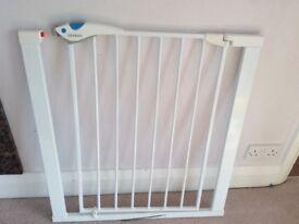 Safety Gate Lindam Adjustable Baby Kids Pet Door Stair Nursery Divider Barrier