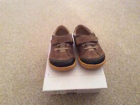 Excellent condition Boys Infant Tan Clarks Shoes size 5F