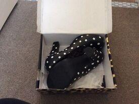 Polka dot black womens heels size 8