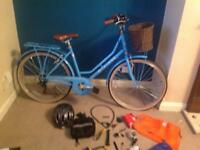 Hardly used ladies Dutch style bike in blue.