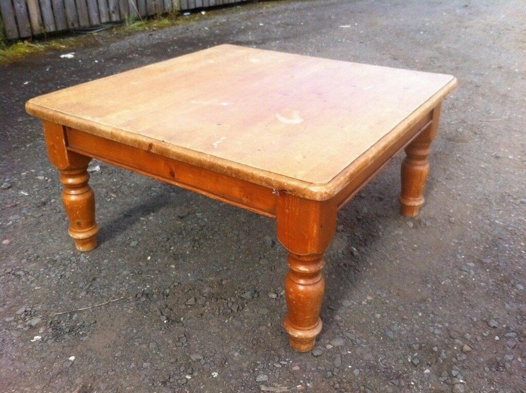 Pine coffee table in solid and sturdy condition