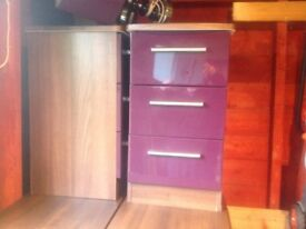 2 x bedside units and 2 x 4 drawer units, good condition