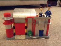 Postman Pat sorting office/mail centre with Postman Pat and Ben figures
