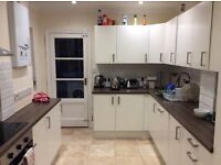2 double rooms to rent in 3 bed house 0.2 miles from Chafford Hundred station