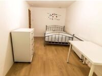 Double room in Canary Wharf. Available 15/01.