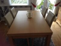 Lovely dining room table and 4 chairs