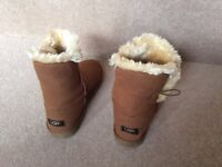 Ladies short bailey button boots size 8