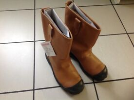 Leather rig boots brand new