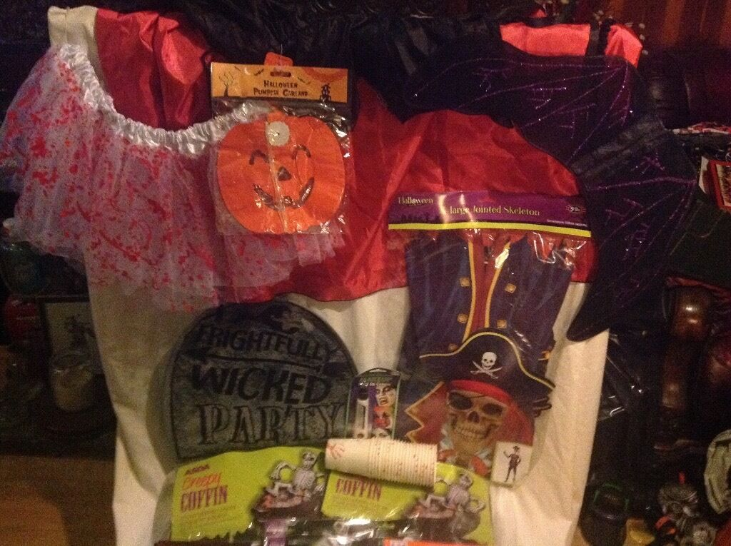 Halloween job lot of 28 items