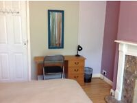 Large double room in a clean and friendly shared house ( bills, cleaning and wifi included)