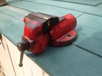 Engineers vintage vice bullet type by York £15 approximately 5kg