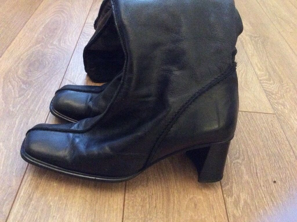 next size 6 knee high black leather boots in east