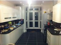 5 min to station, Double Bedroom for single person, Bills Included, 3 toilets