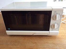 White Durabrand 700W microwave