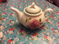 Portmeirion Botanic Roses 2 pint teapot. Beautiful rose print. Immaculate condition. Never used.