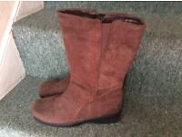 Nearly NEW Mid calf Brown Suede boots, Size: 39