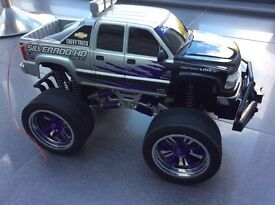 Remote controlled XL Monster Truck, Chevy, 2 spare battery packs