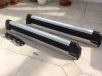 Volvo ski carrier. For use with rectangular profile roof bars. Lockable with keys.