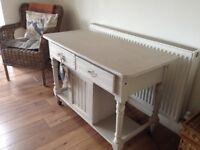 Lovely sideboard in pale grey/beige