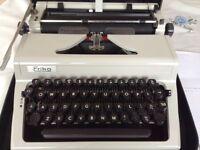 Portable manual typewriter