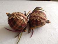 Gisela Graham a pair of beautiful Christmas tree baubles