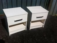 Stunning pair of white high glossed bedside units in like new condition