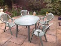Patio table & 4captain style chairs (with arms)