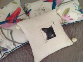 Decorative cushions x 3