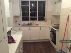 2 bedroom flat in Hill Court, London, W5 (2 bed) (#599501)