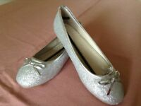 Silver shoes, size 4EEE