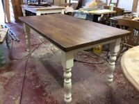 Kitchen / dining table approximately 5ft x 3ft (152cm x 90cm),
