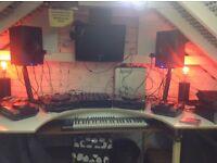 2 Pioneer CDJ's 1000 Mk3 +Pioneer 600 mixer, 2 wharfedale speakers, keyboard and beatbox