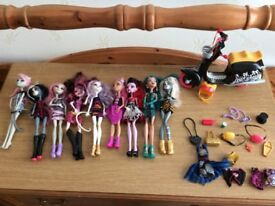 9 monster high dolls extras and bike £30