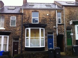 Large 5 double bedroomed student house within walking distance to the University.
