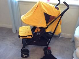Silvercross reflex buggy in black and yellow with accesorys