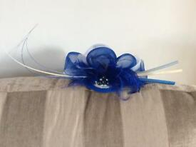 Fascinator blue and white