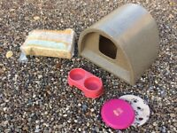 All weather Cat house with snugglesafe heat pad, food tray and straw