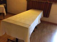 White tablecloths x 44